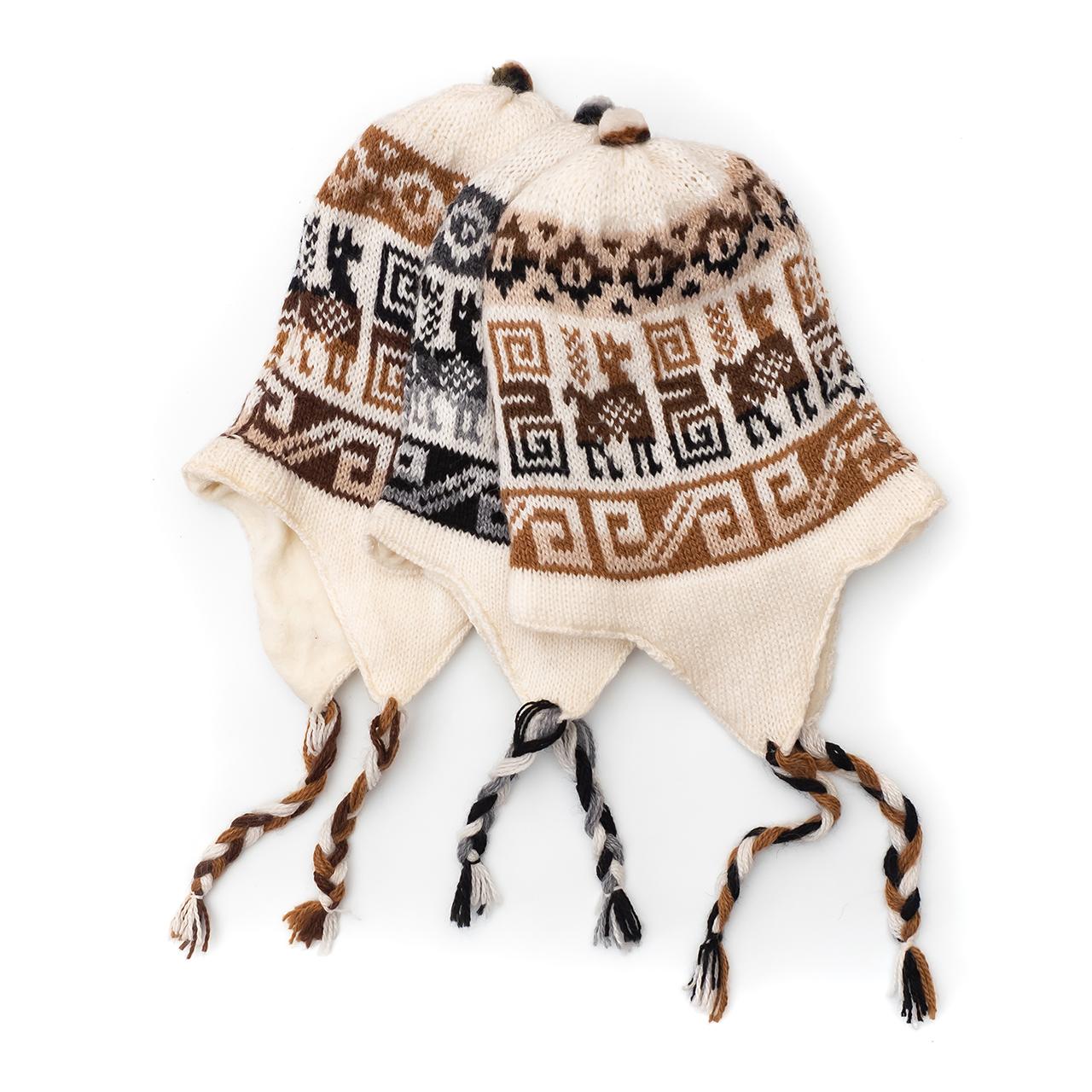 снимка на Зимна шапка Chullo в бялата гама