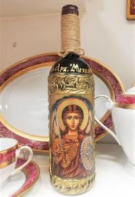 снимка на Рисувана бутилка с Арх. Михаил