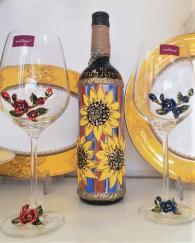 снимка на Ръчно рисувана бутилка вино със слънчогледи