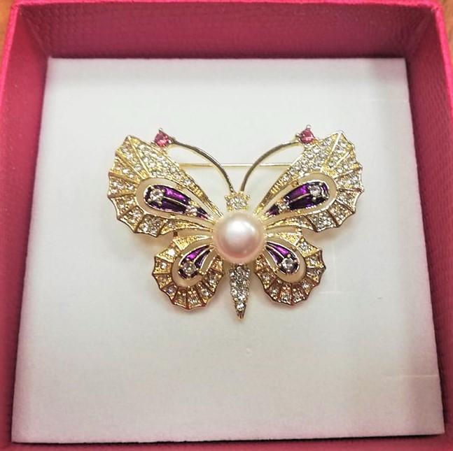 Пеперуда брошка с естествена перла