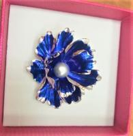 Брошка с перла - синьо цвете