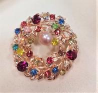 Пъстроцветна брошка с естествена перла
