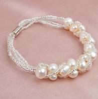 снимка на Преплетена гривна с естествени перли