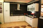 Кухненски мебели с обърнат плот