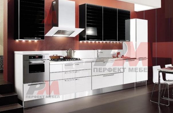 Цялостно обзавеждане с обърнат плот за модерна кухня по индивидуален проект