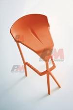 снимка на дизайнерски бар столове от различни материали