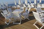 снимка на качествен дървен стол за плаж
