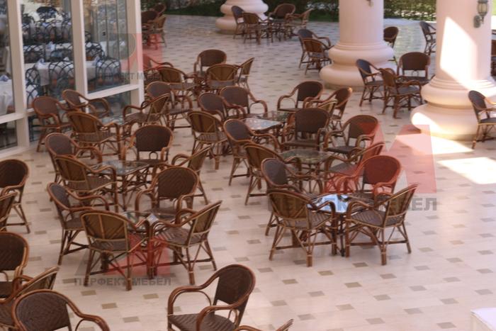 Универсален стол от естествен ратан за всесезонно използване