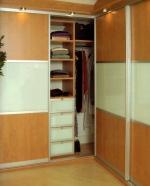 Вграден гардероб ПДЧ бук и черен лакобел по проект