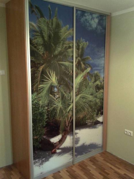 Гардероб с две плъзгащи врати от принт стъкло