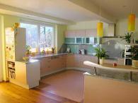 Кухня с технически камък и лакобел