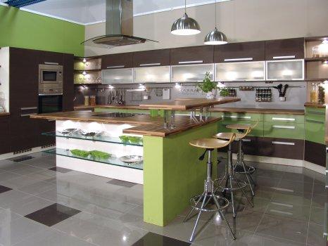 Кухня в зелено и венге