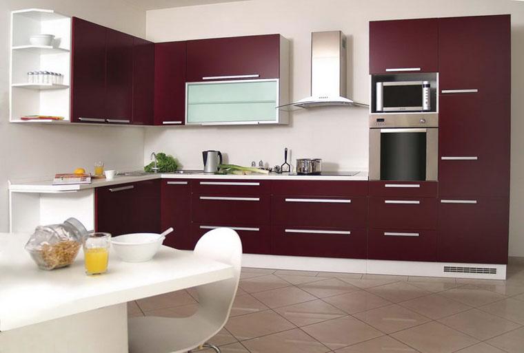 Кухня цвят тъмно бордо