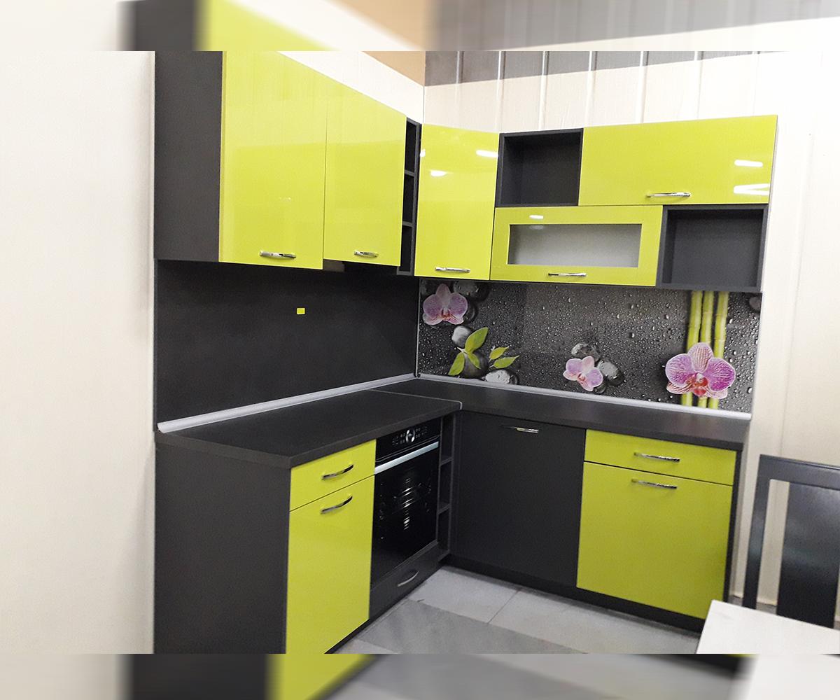 снимка на ъглова кухня