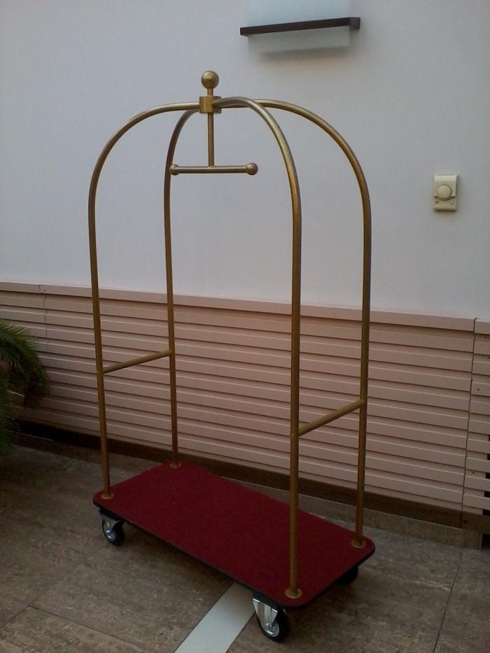 Пиколо количка за багаж в хотел