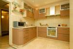 Оригинална кухня, поръчана в меки светлокафяви тонове 525-2616