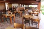 снимка на Дървена маса за заведения по поръчка