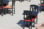 снимка на икономични верзалитни плотове за маси в паркови заведения