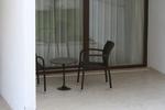 снимка на красиви верзалитни плотове за маси в паркови заведения