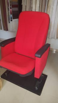 Луксозни кресла за читалище и опера