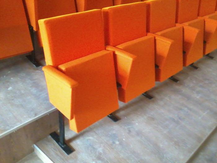 Български модел стол за читалище и зала