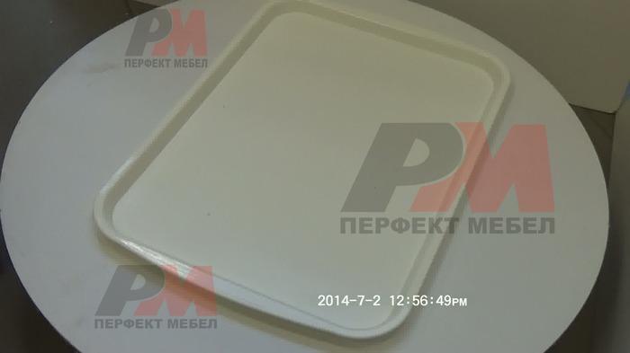 Цялостно ресторантьорско оборудване с табли за сервиране  с антиплъзгащо покритие на едро